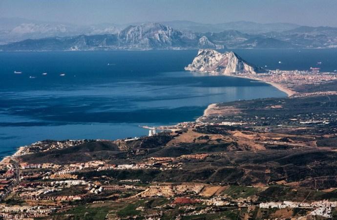 Estrecho de Gibraltar. Los humanos cruzaron el estrecho hace 4000 años de África a Europa, España. Se ha detectado la huella genética de ese evento.